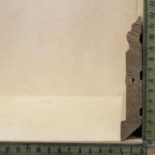 Фигурный массивный плинтус со вставкой дуб